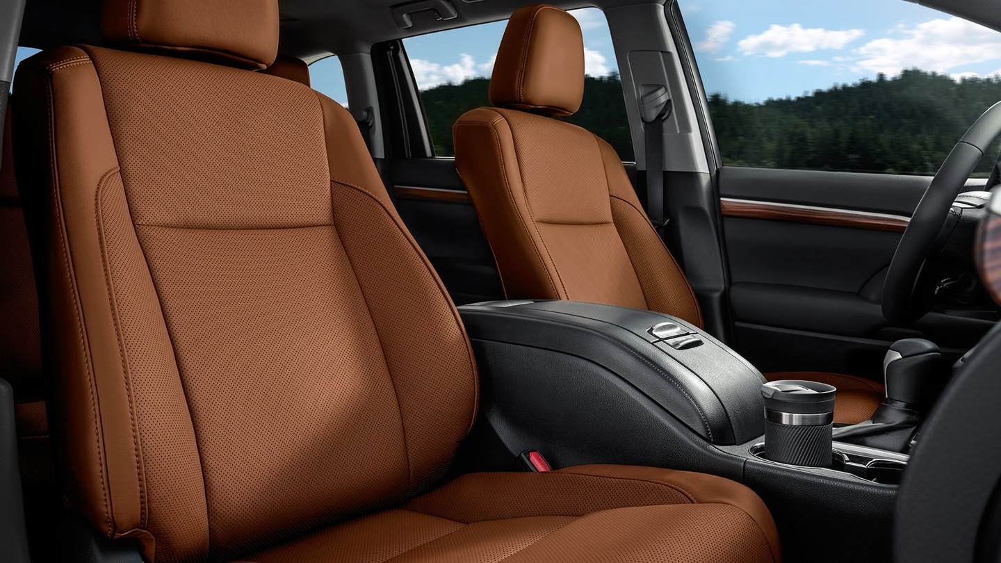 2017 Highlander Hybrid Interior in Saddle Tan