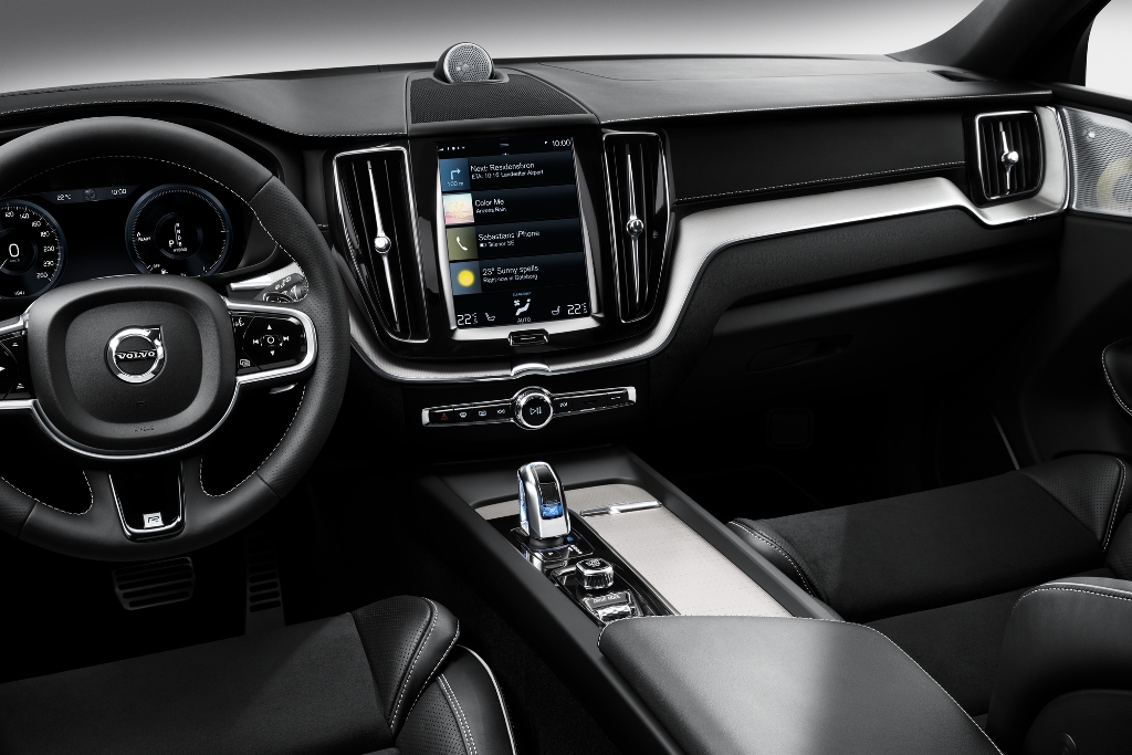 volvo xc90 inscription vs r design with De Nieuwe Volvo Xc60 on De Nieuwe Volvo Xc60 besides Volvo Xc90 T8 Twin Engine Live Images Video Geneva further Video Volvo Xc40 Stylish Bmw X1  petitor Youths likewise Volvo Xc90 2017 Interior India likewise 2015 Mazda CX 9.