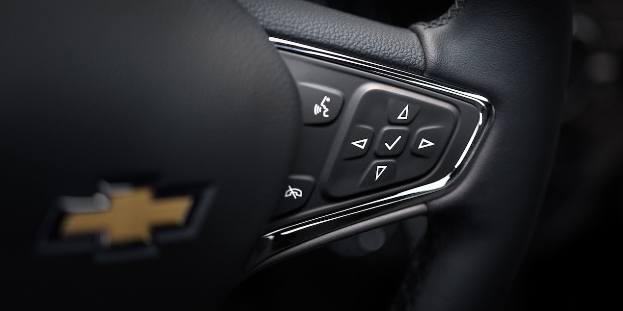 Steering Wheel-Mounted Controls in the 2017 Cruze