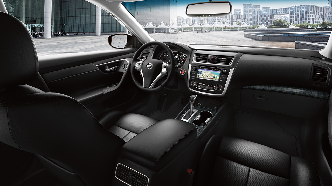 2017 Altima Interior in Charcoal Leather