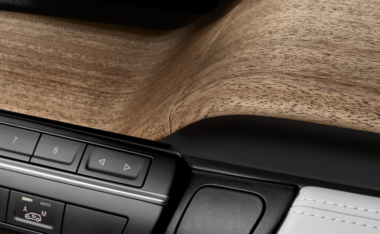 Open-Pore Eucalyptus Wood Trim Inisde the 2017 i3