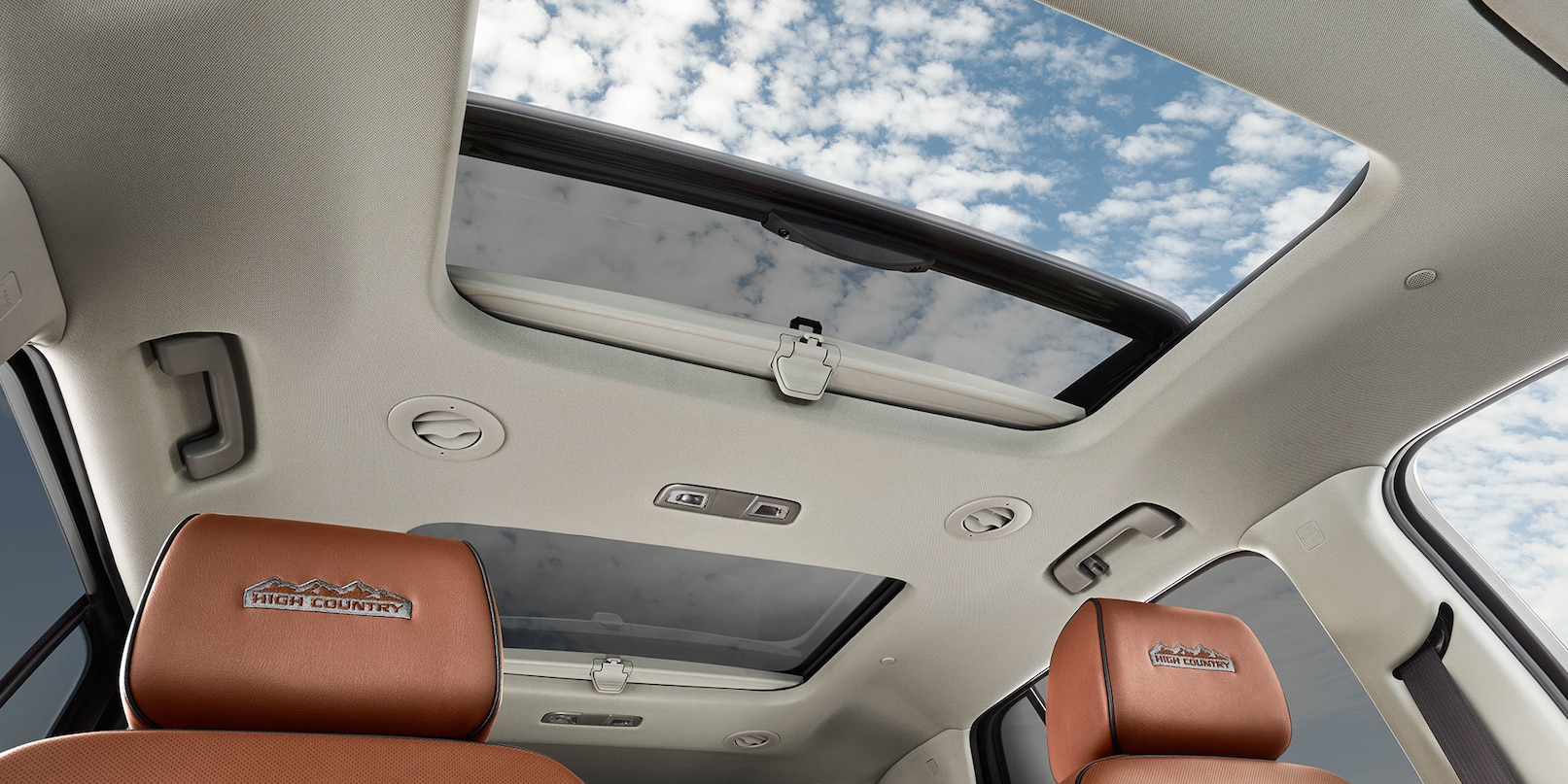 Dual SkyScape 2-Panel Power Sunroof in the 2018 Traverse