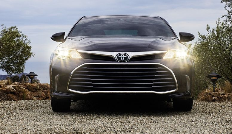 2018 Toyota Avalon Hybrid for Sale near Olathe, KS