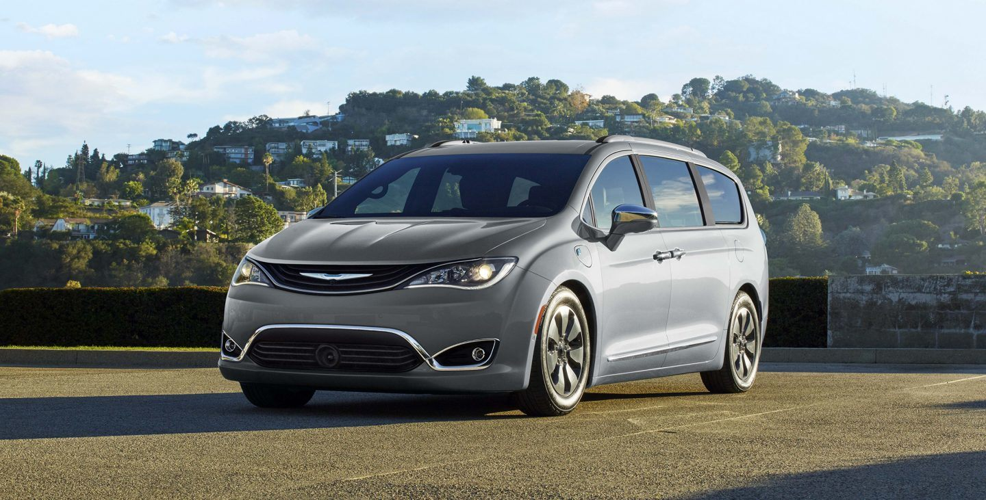 2018 Chrysler Pacifica vs 2018 Kia Sedona in Midwest City, OK