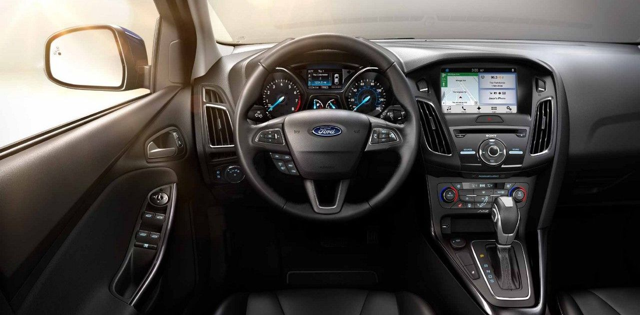 Tech-Loaded Interior of the 2018 Ford Focus