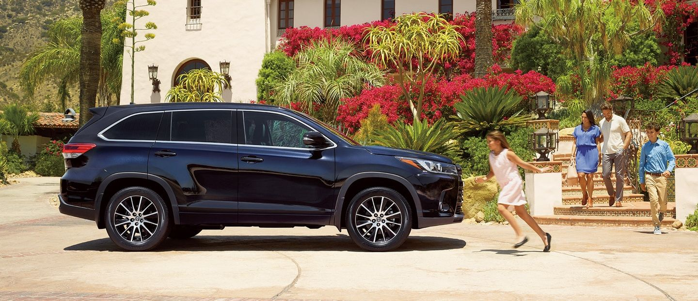 2018 Toyota Highlander vs 2018 Chevrolet Equinox in Kansas City, MO