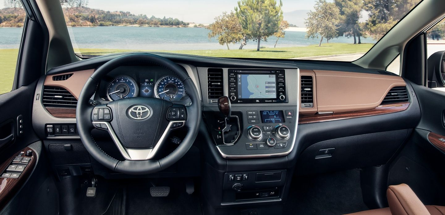 Tech-Loaded Interior of the 2018 Toyota RAV4