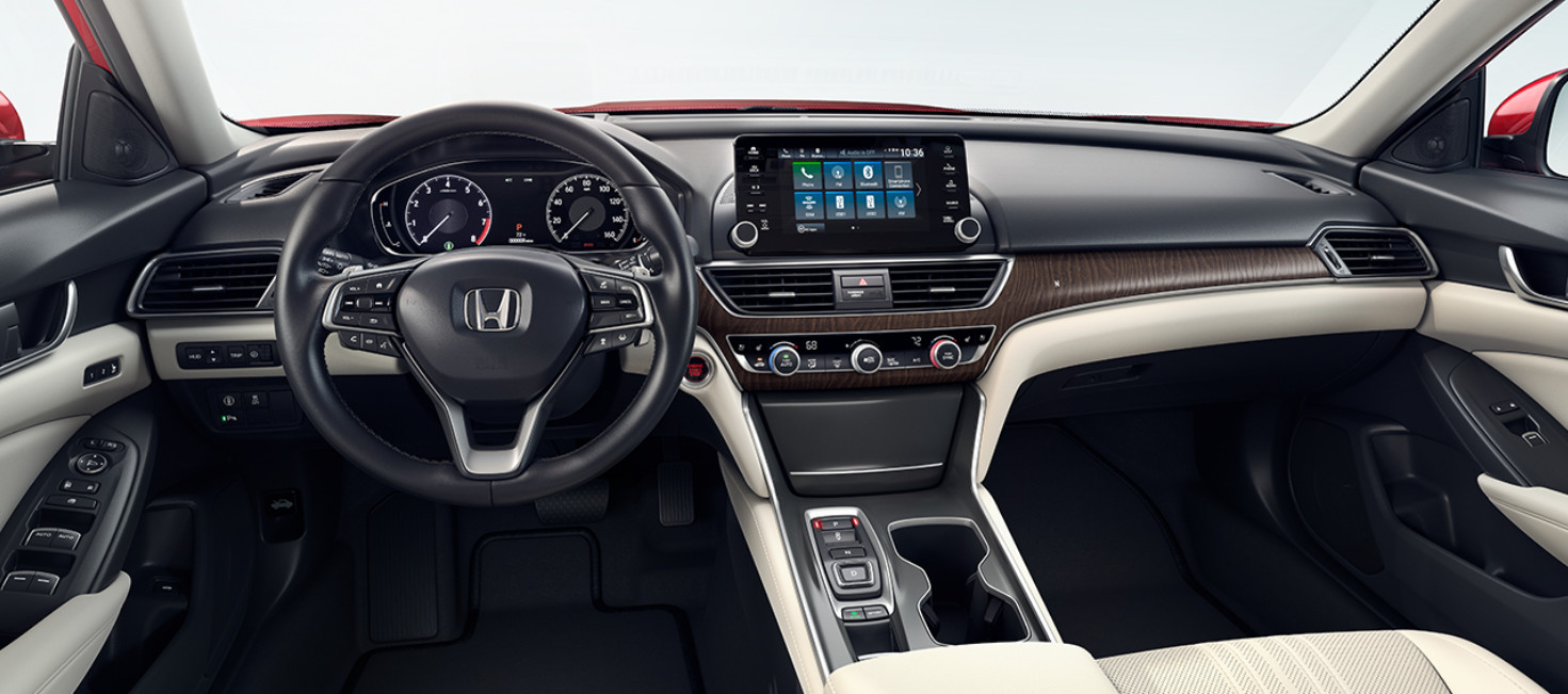 Tech-Loaded Interior of the 2018 Honda Accord