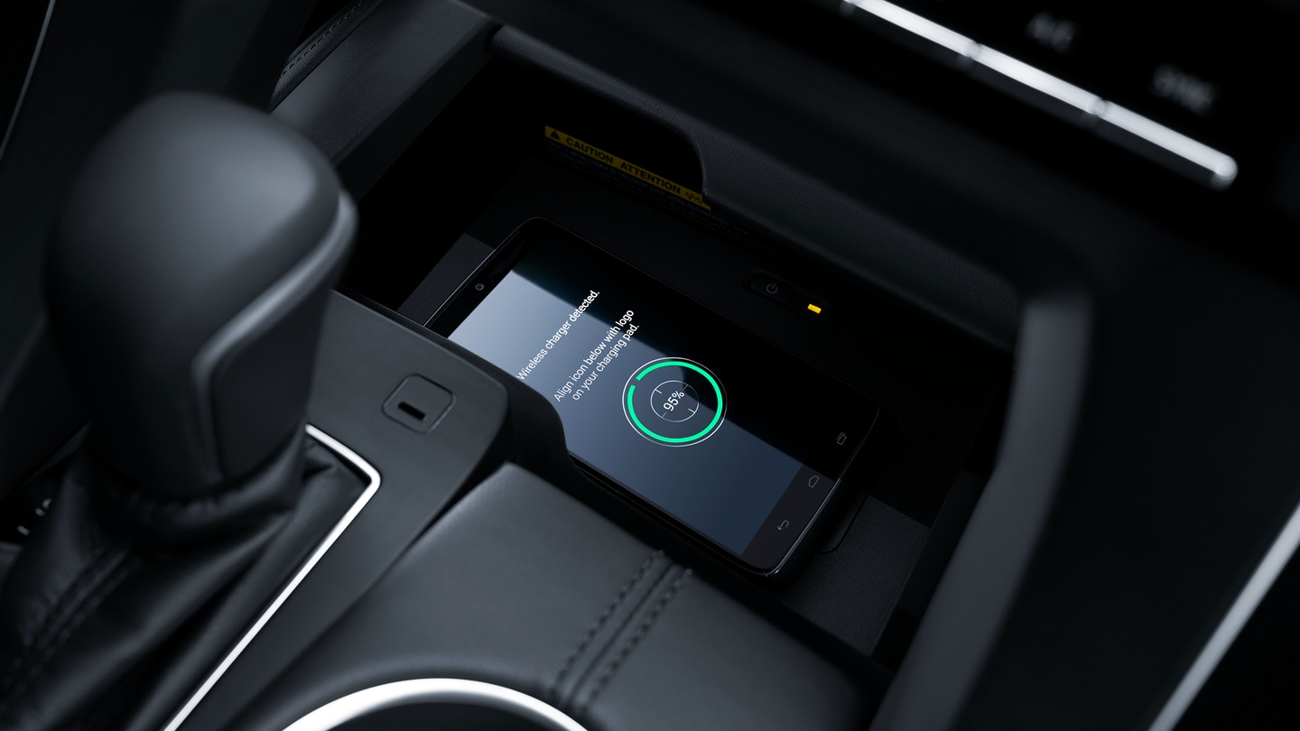 2019 Toyota Avalon with Qi-compatible Wireless Smartphone Charging