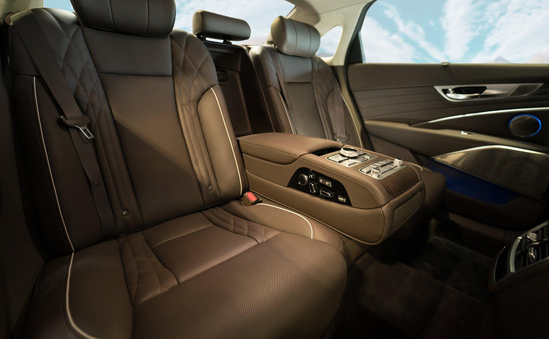 Asientos cómodos y opulentos en el K900