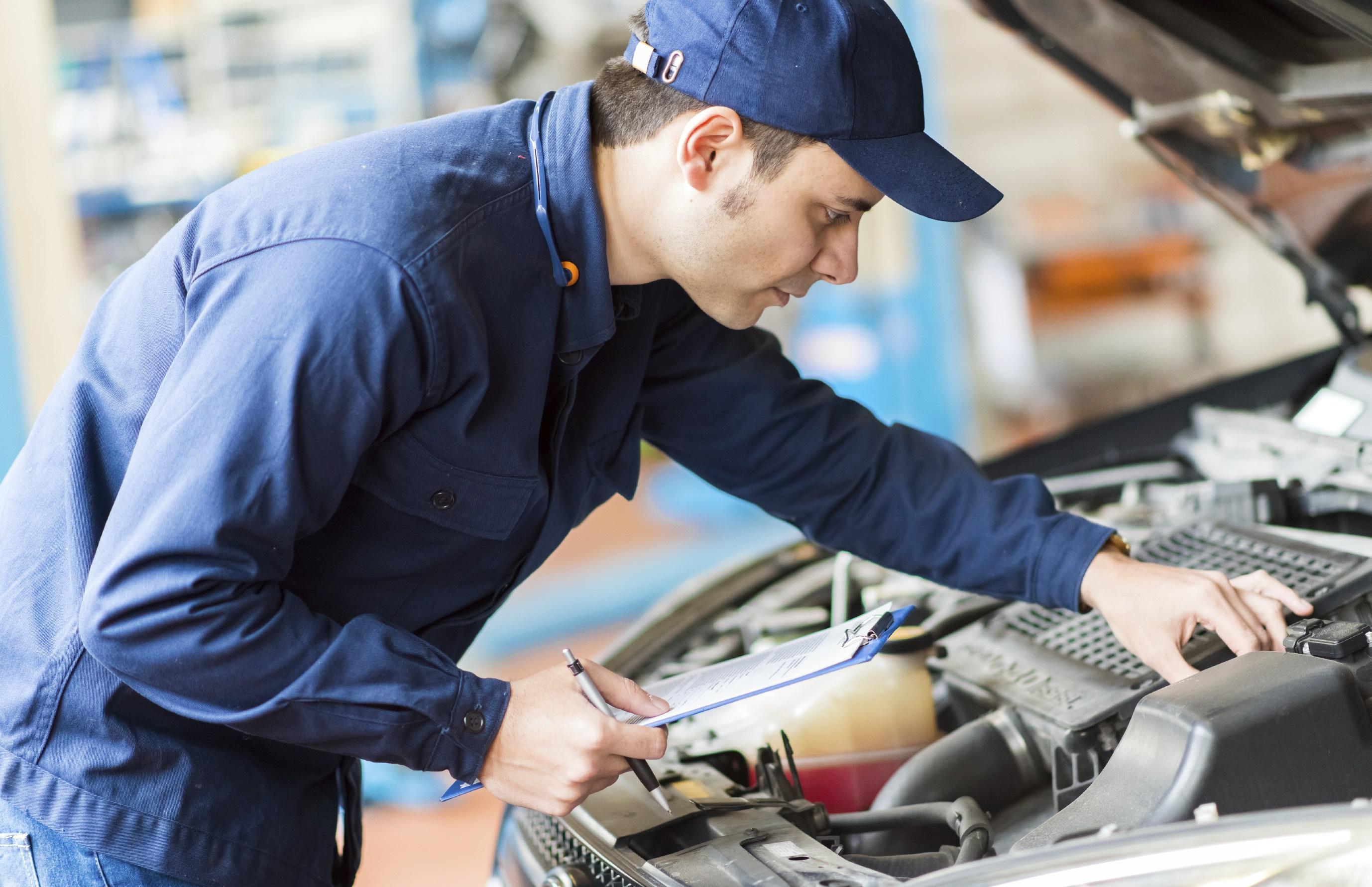Personal profesional inspecciona y se asegura de la calidad de nuestros autos usados certificados
