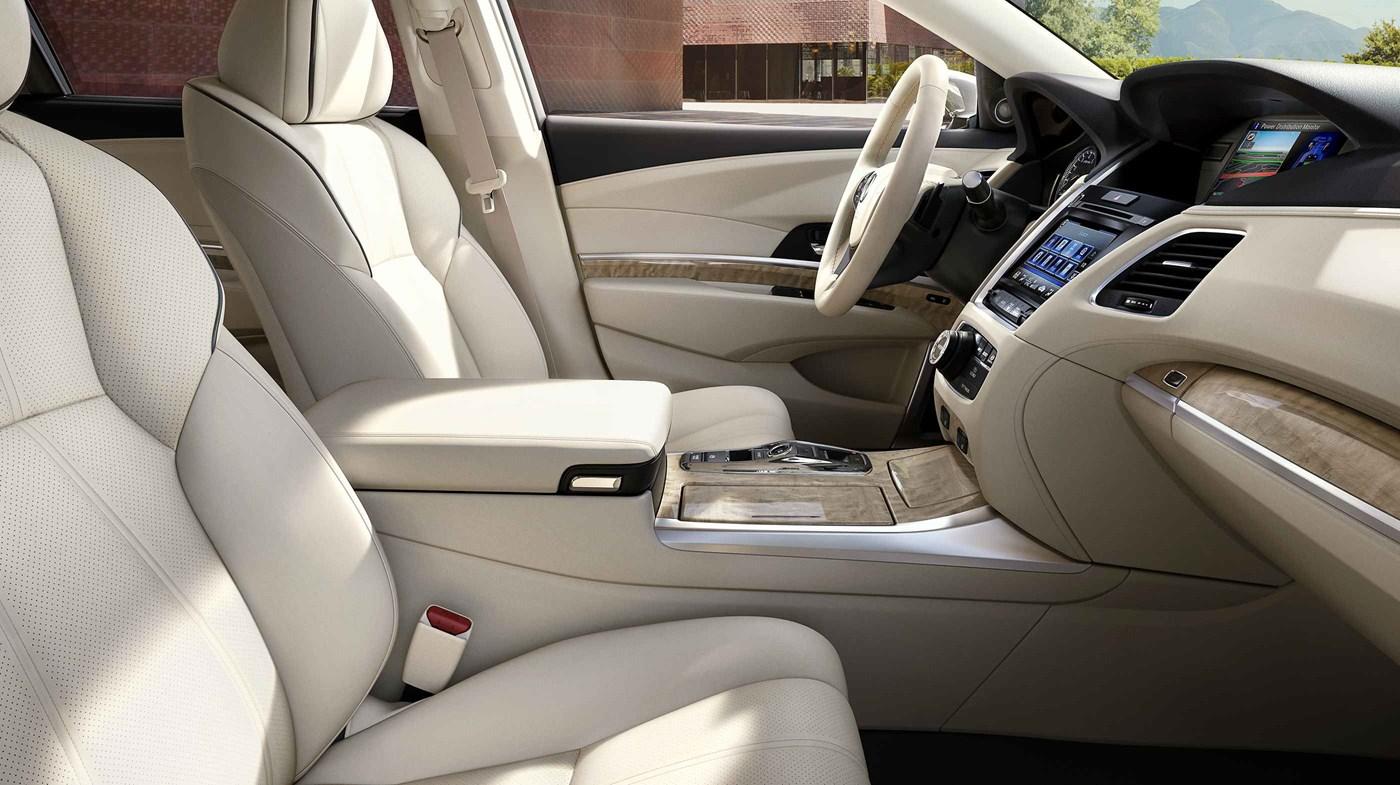 El opulento interior del RLX