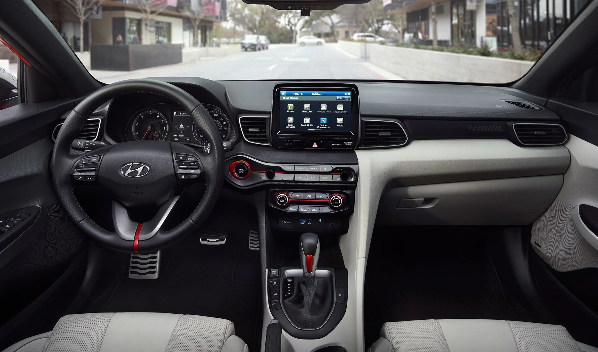 Diseño interior asimétrico del Hyundai Veloster Turbo