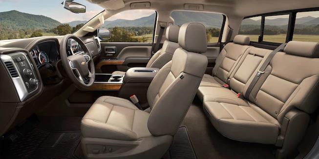 El interior de la Chevrolet Silverado 2500HD 2019 es cómodo y práctico