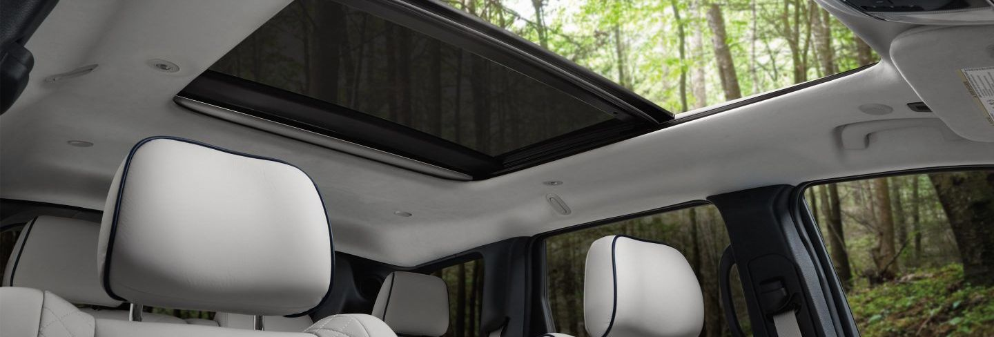 Experience Nature with the Grand Cherokee's Sunroof