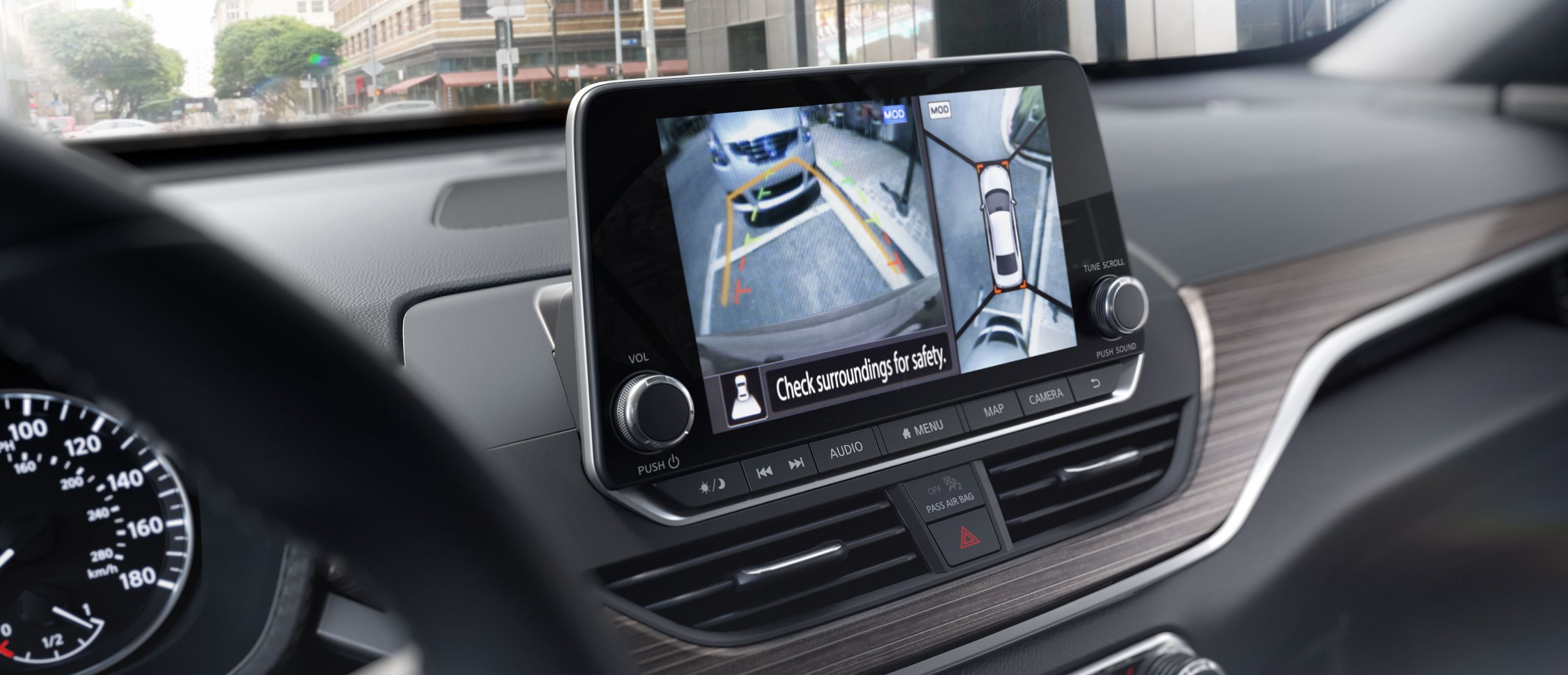 Technology in the 2019 Altima