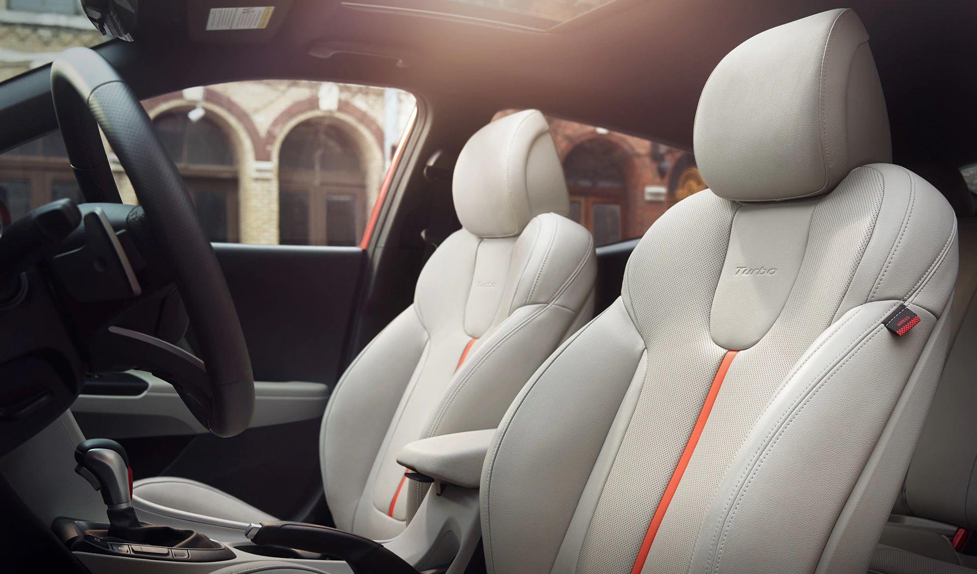 Interior del Hyundai Veloster Turbo Ultimate