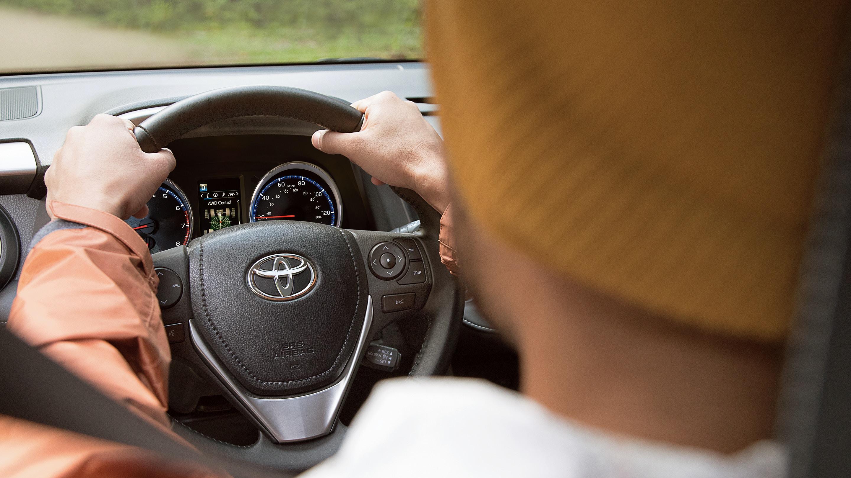 Take Command in the 2018 Toyota RAV4
