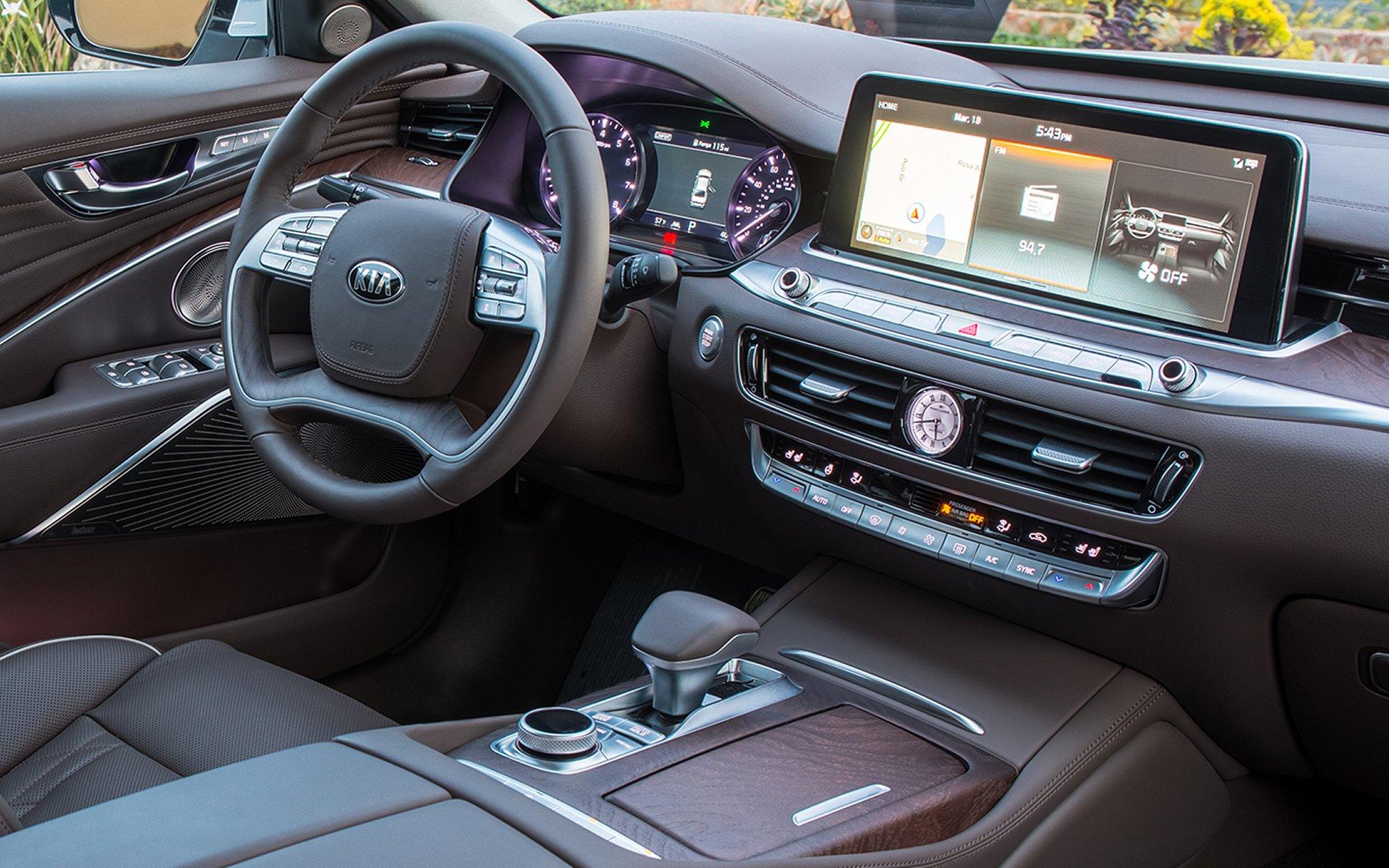 2019 Kia K900 Center Console