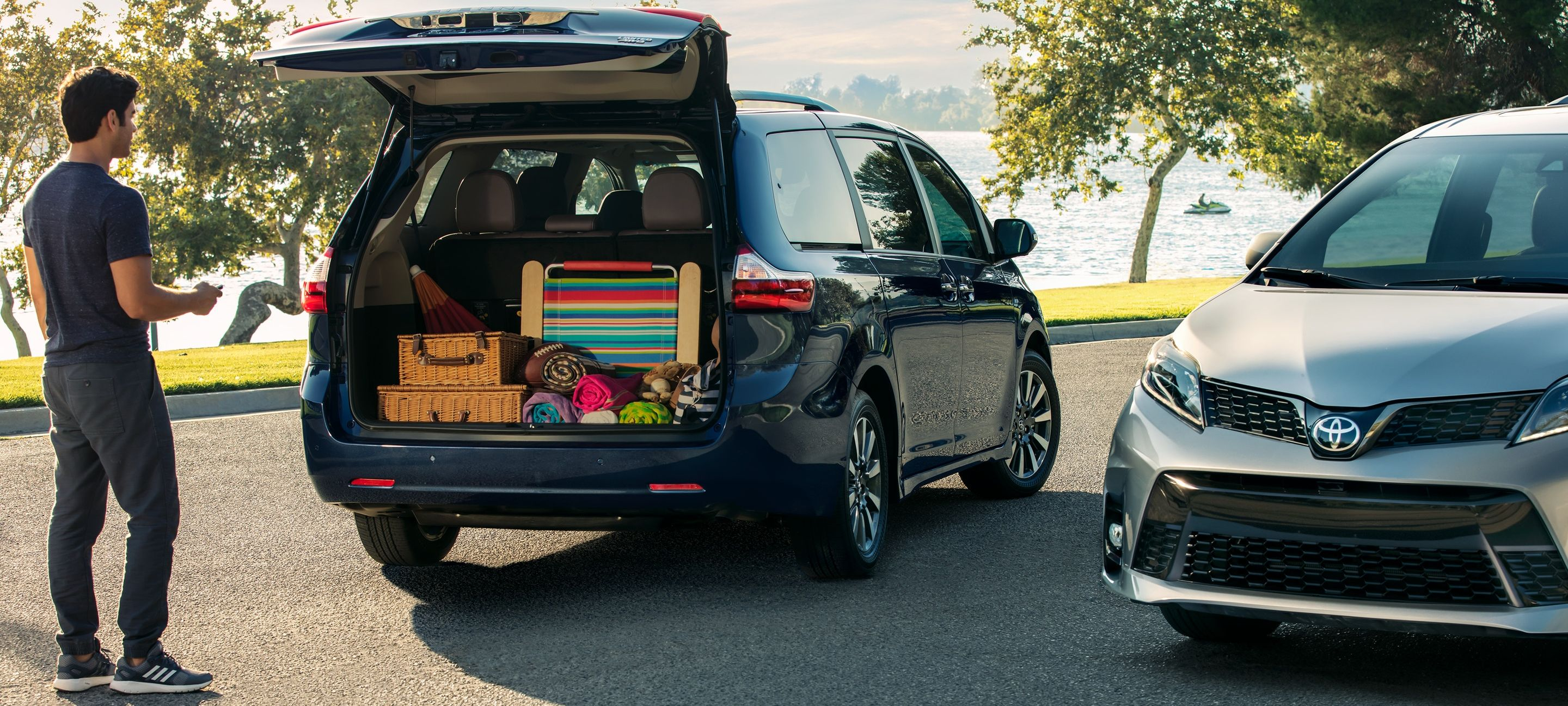 Easy Storage Access via the Sienna's Rear Liftgate
