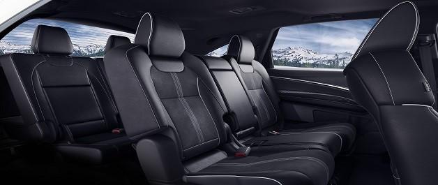 MDX con Paquete A-Spect® e interior de color Ebony. Tercera fila de asientos para que no quede nadie afuera.