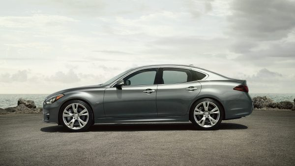 2019 BMW 5 Series vs 2019 INFINITI Q70 near Hattiesburg, MS