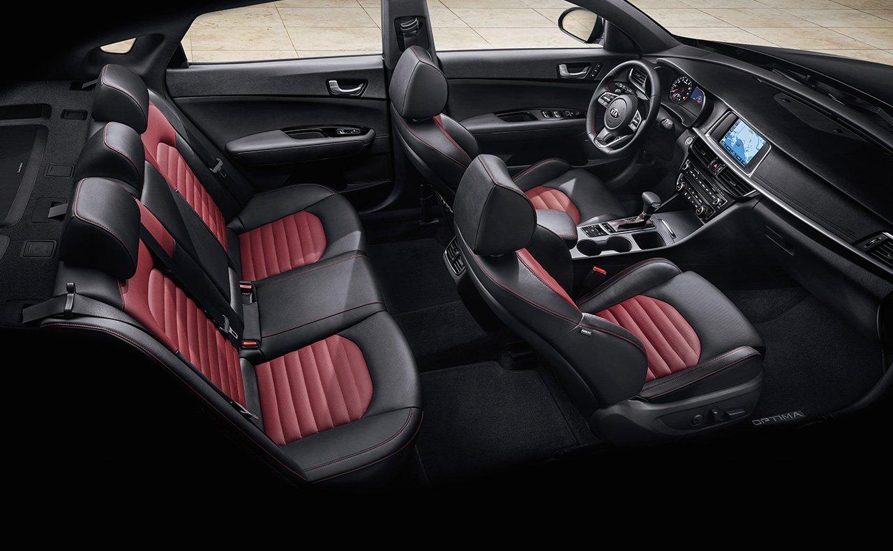 Interior tapizado en cuero de dos tonos en el Kia Optima SX 2019