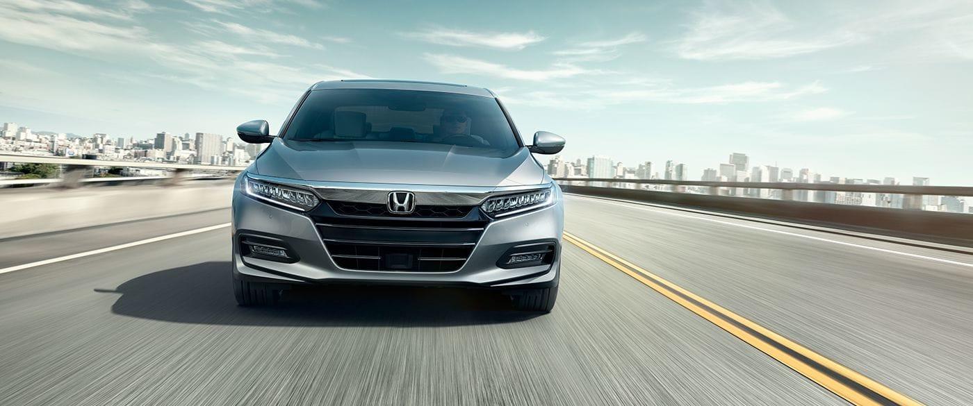 Honda Accord 2019 modelo Touring 2.0T con luces delanteras bajas de LED