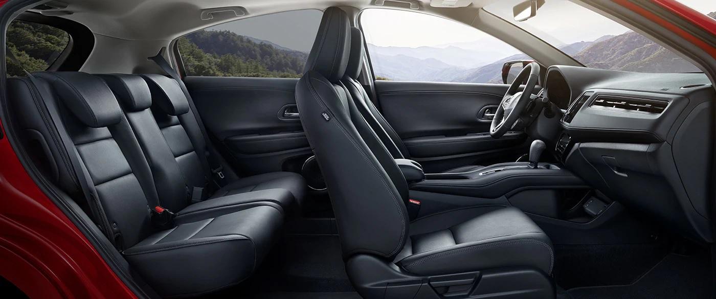 Los asientos tapizados en cuero son estándar en los modelos EXL y Touring