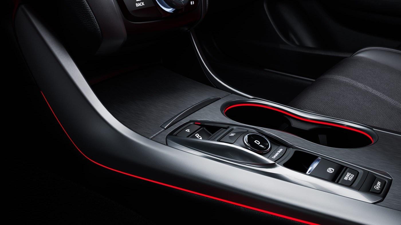 Acura TLX 2019 con iluminación ambiental LED color rojo del paquete A-Spec