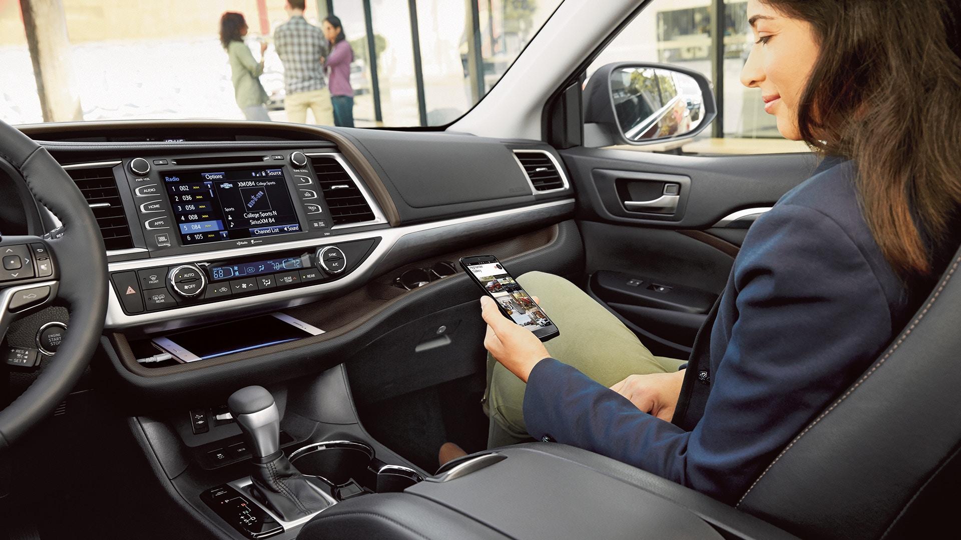 Interior of the 2019 Toyota Highlander