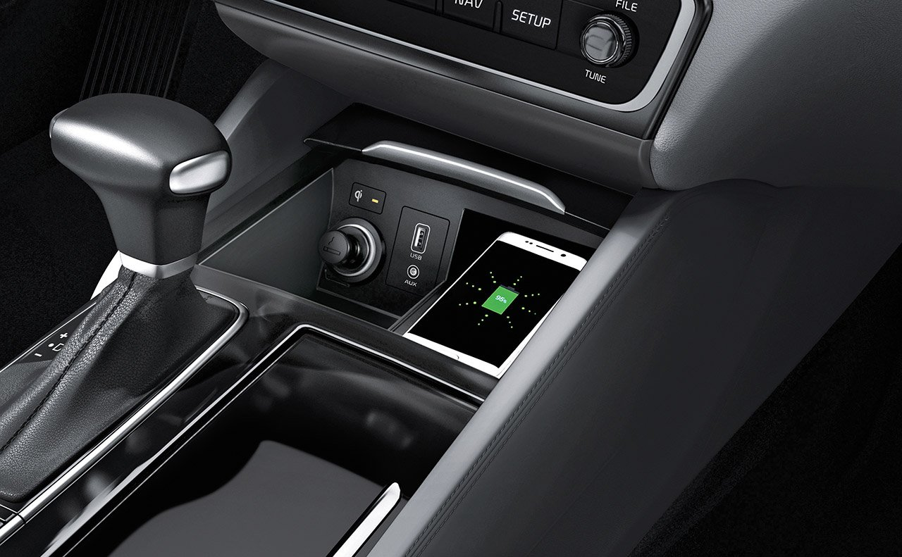 Wireless Charging in the 2019 Cadenza