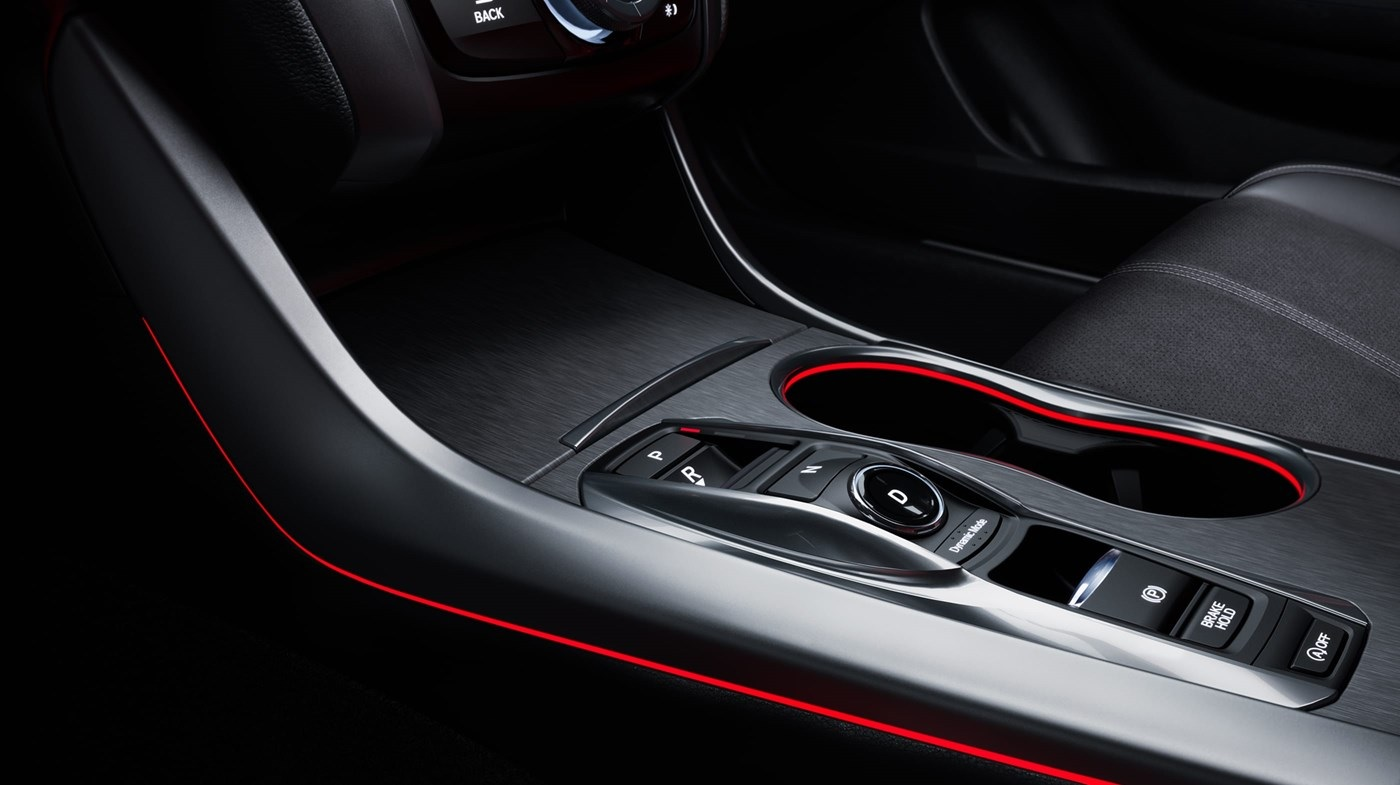 Iluminación ambiental roja disponible con el paquete A-Spec del Acura TLX 2019
