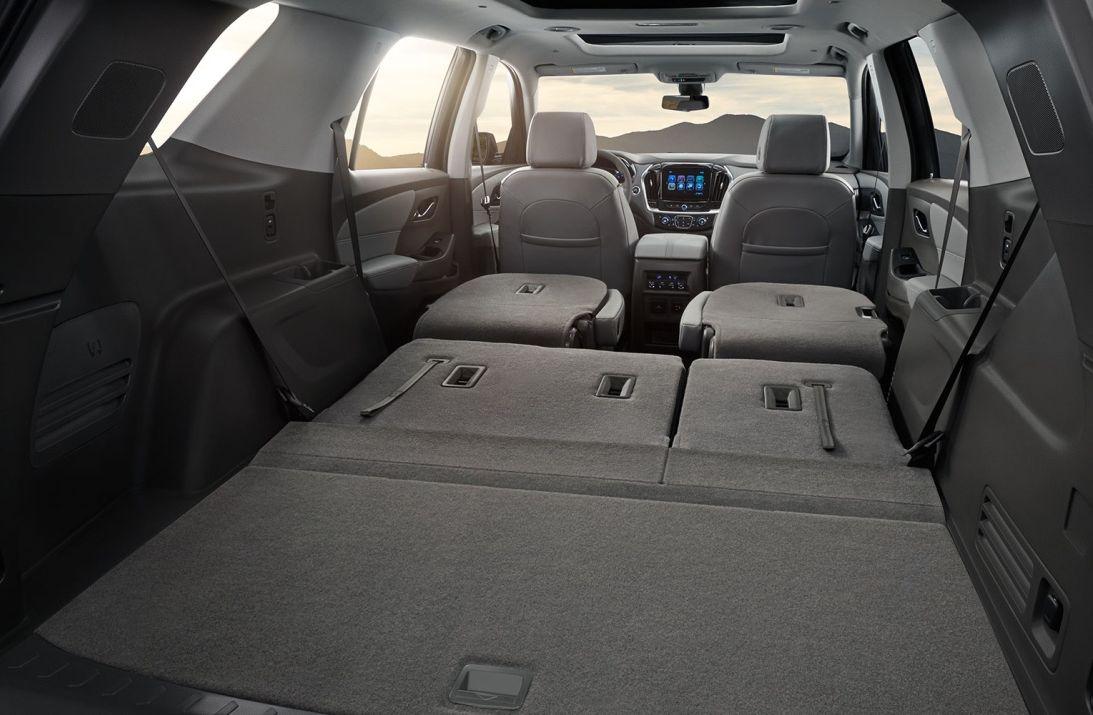 Puedes plegar los asientos de la segunda y la tercera fila y obtener así un gran excepcional volumen de capacidad de carga.