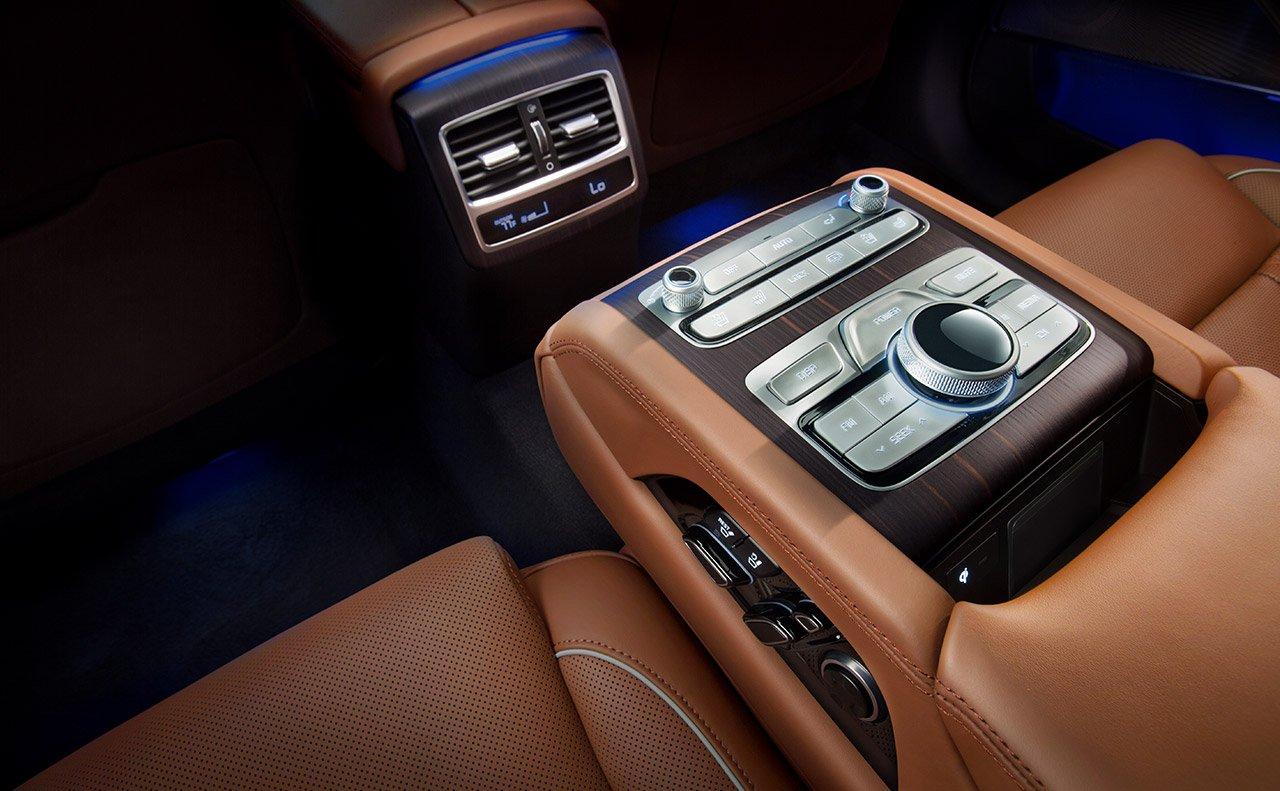2019 Kia K900 Luxurious Interior