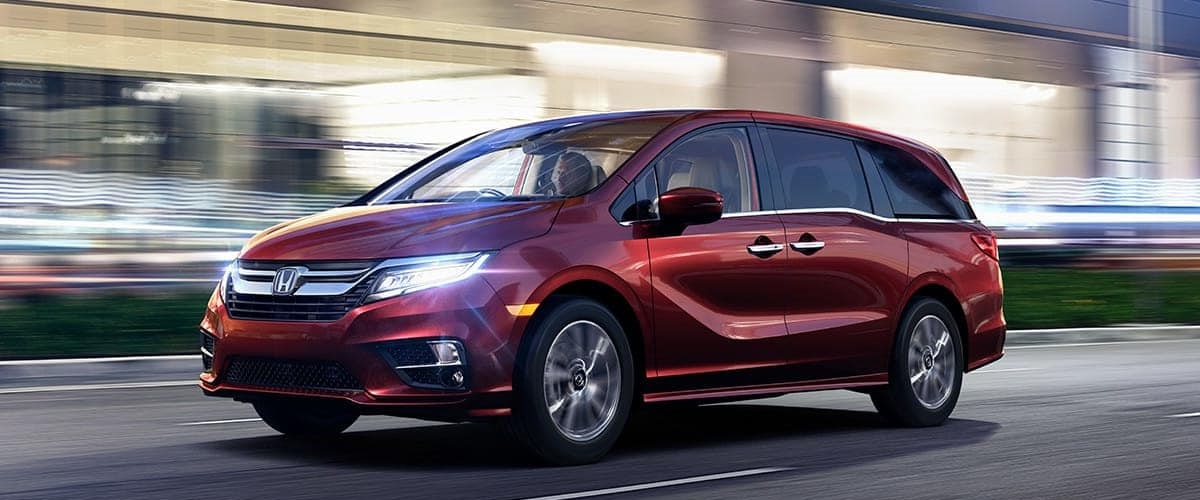 2019 Honda Odyssey vs 2019 Toyota Sienna near Naperville, IL