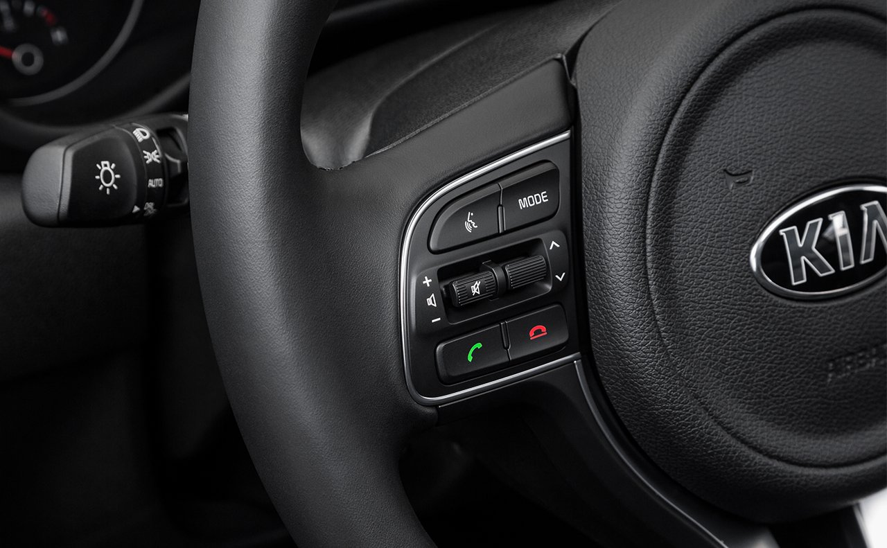 Steering Wheel Mounted Controls in the 2019 Sportage