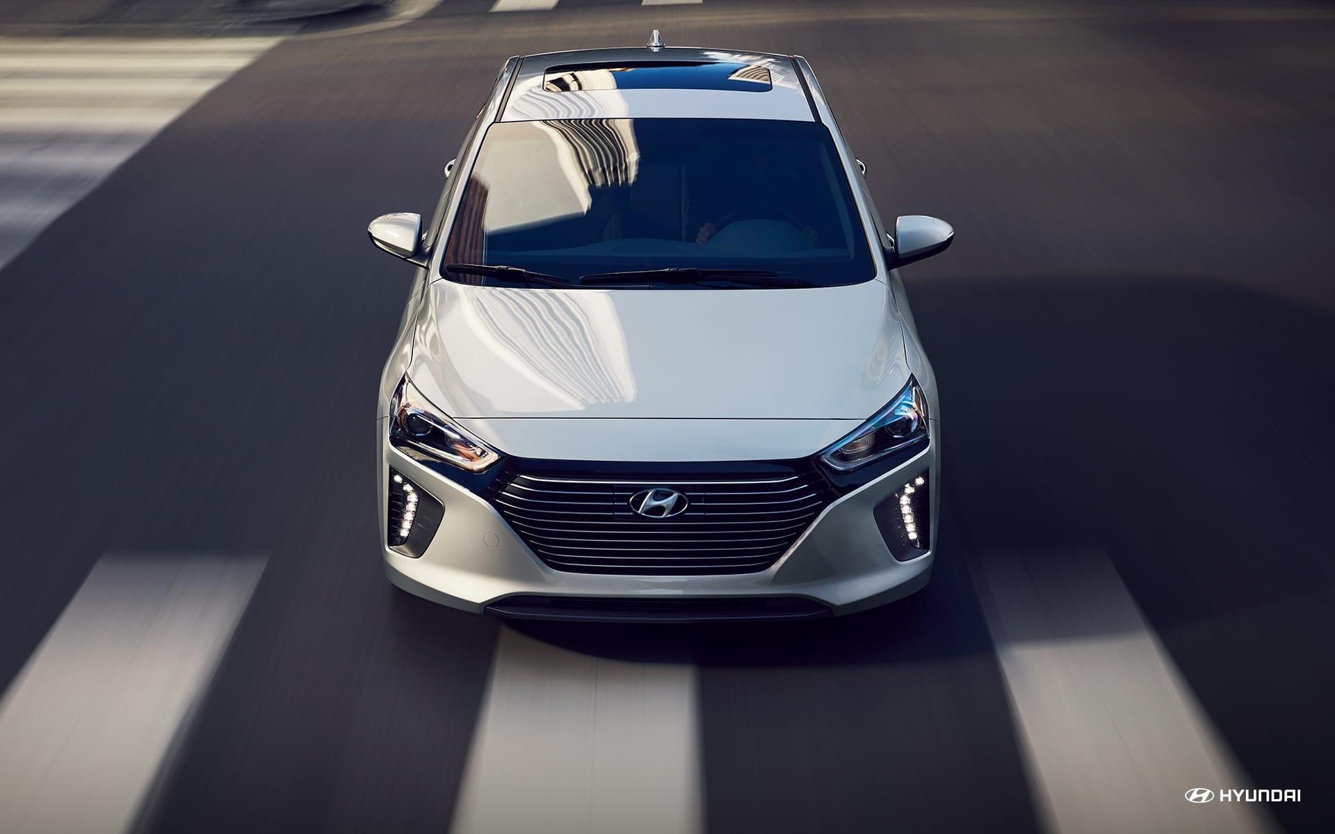 Hyundai Ioniq Híbrido 2019 con detección de punto ciego disponible.