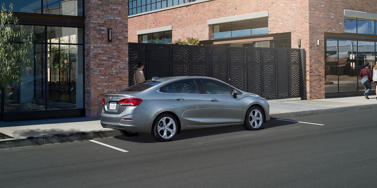 2019 Toyota Corolla vs 2019 Chevrolet Cruze near Wilmington, DE