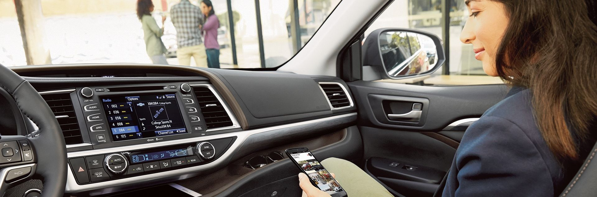 Stay Connected in the Toyota Highlander