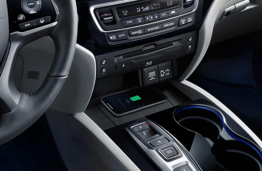Cargador de teléfonos inalámbrico estándar en el Honda Pilot Elite 2019
