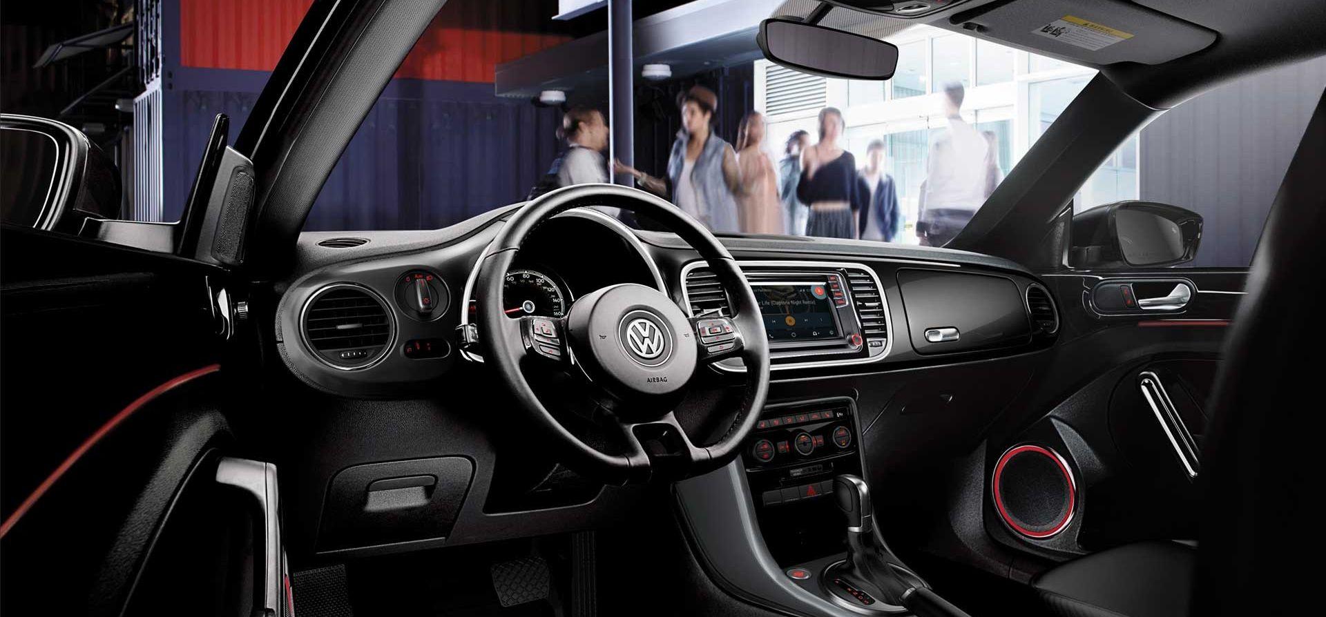 Volkswagen Beetle 2019 SE con interior de cuero sintético V-Tex en Titan Black