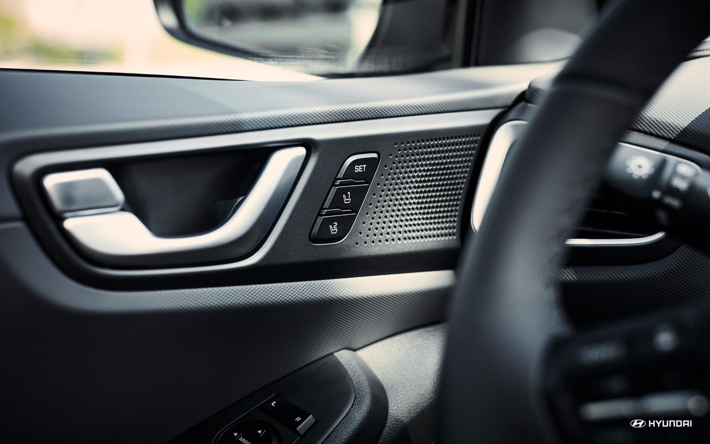 El Ioniq memoriza cómo a ti y a otro conductor les gusta posicionar el asiento.  ¡Confort asegurado con sólo tocar un botón!