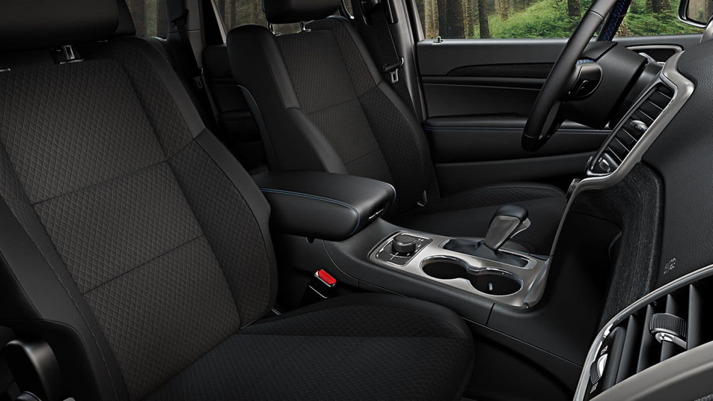 Interior of the 2019 Jeep Grand Cherokee