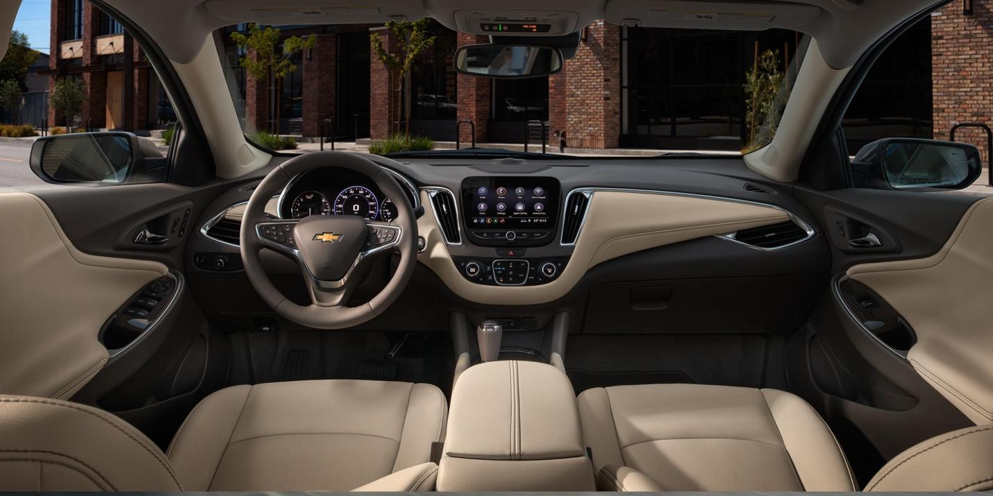 El interior del Chevrolet Malibu eleva tu experiencia de manejo a un nivel superior