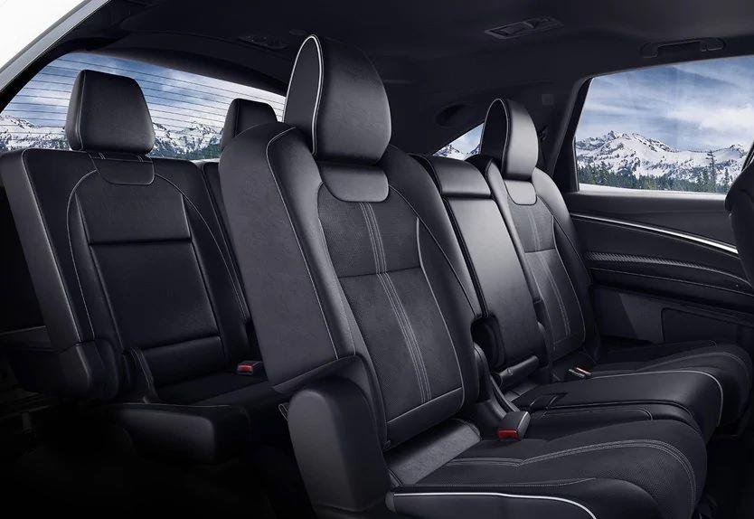 Asientos con detalles Alcantara® disponibles en el paquete A-Spec® del AcuraMDX 2019