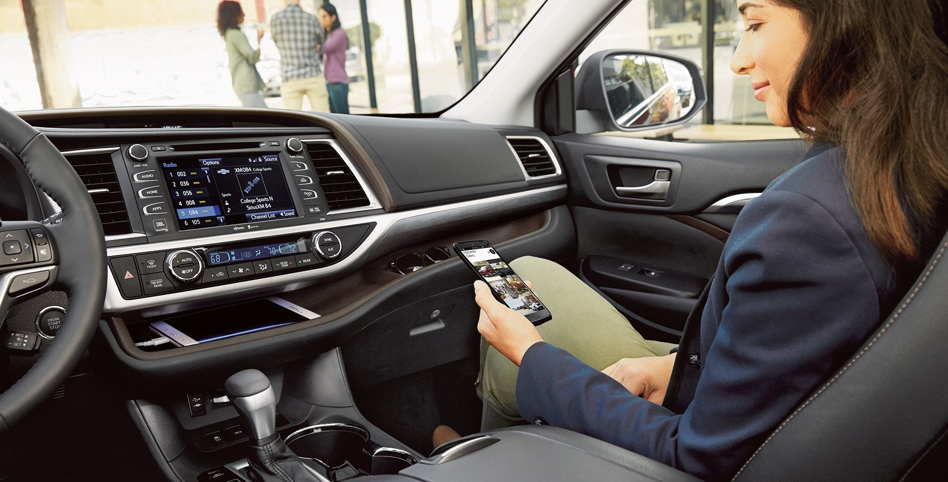 Stay Connected in the 2019 Toyota Highlander