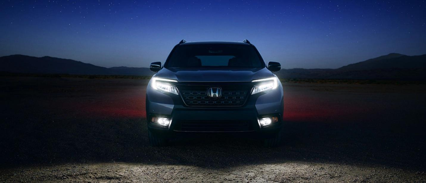 Las luces delanteras LED no sólo iluminan de maravilla; se ven de maravilla también.
