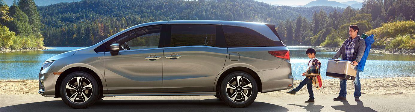2019 Honda Odyssey vs 2019 Toyota Sienna near Melbourne, FL