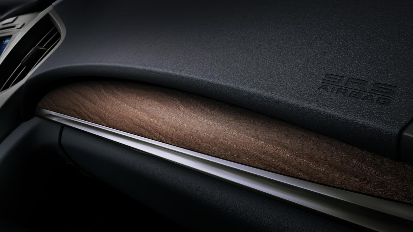 ¿Acaso hay algo más fino que un carro con detalles de madera natural artesanalmente trabajada?